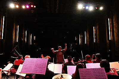 Sims conducting during sound check